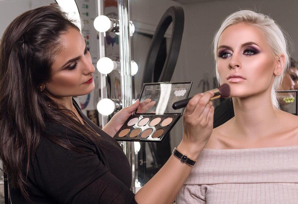 How To Become A Bridal Make Up Artist