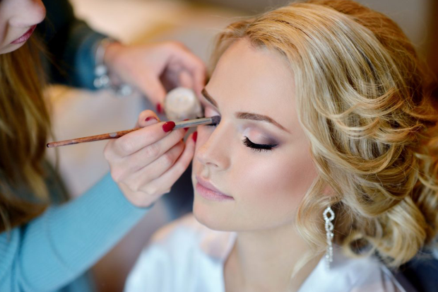 http://blog.bridalope.com/wp-content/uploads/2019/01/how-to-choose-your-wedding-makeup-artist.png